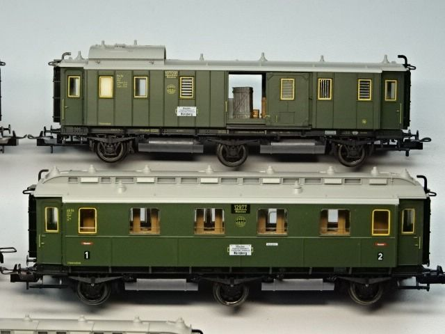 Image 3 of Trix H0 - Passenger carriage - 4 x 3-axle passenger car C3ü 3rd class & 1 x 2-axle luggage trolley