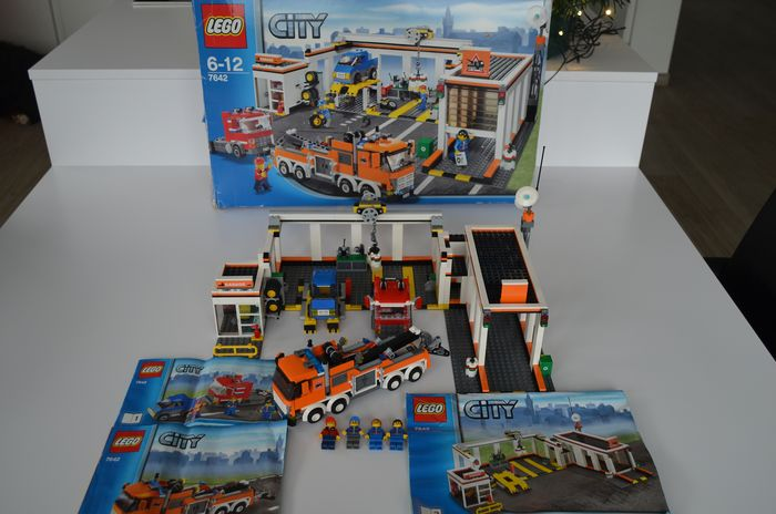 Preview of the first image of LEGO - City - 7642 - Lorry Garage. - 2000-present - Denmark.