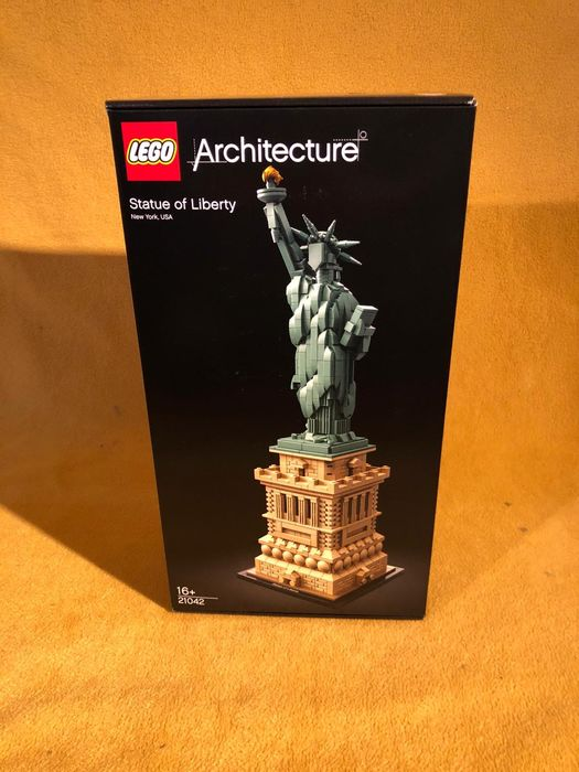 Preview of the first image of LEGO - Architecture - 21042 - Statue of Liberty, New York USA.
