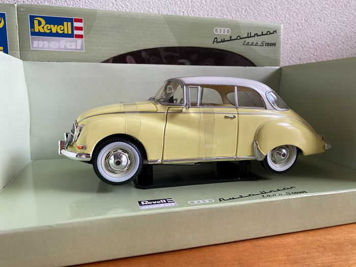 Preview of the first image of Revell - 1:18 - Audi 1000 S Coupé.