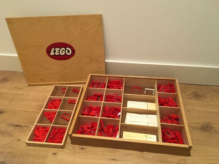 Preview of the first image of LEGO - Vintage - Wooden LEGO box with vintage CA plastic parts - Red windows and garages - 1950-195.