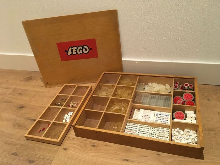 Preview of the first image of LEGO - Vintage - Wooden LEGO box with vintage CA plastic parts - Special bricks and wheels - 1950-1.