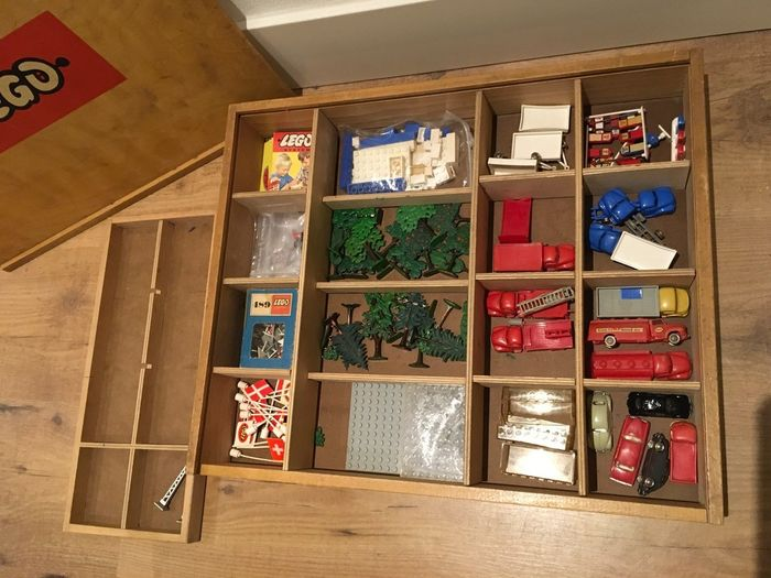 Image 3 of LEGO - Vintage - 2 Wooden LEGO boxes with vintage CA plastic parts and cars - Cars and special part