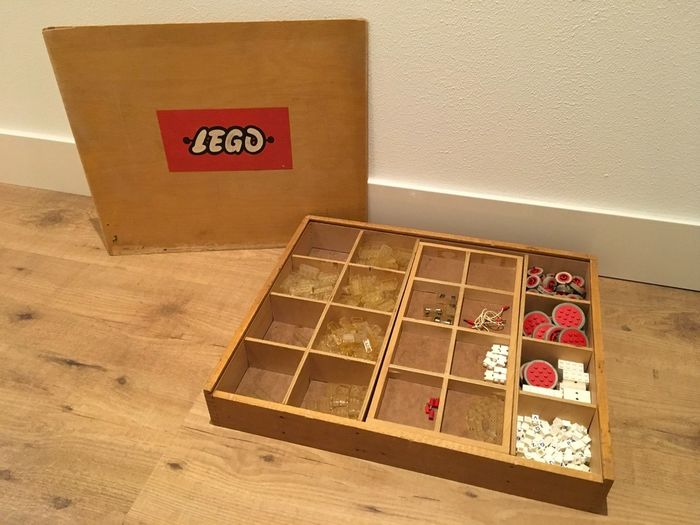 Image 2 of LEGO - Vintage - Wooden LEGO box with vintage CA plastic parts - Special bricks and wheels - 1950-1