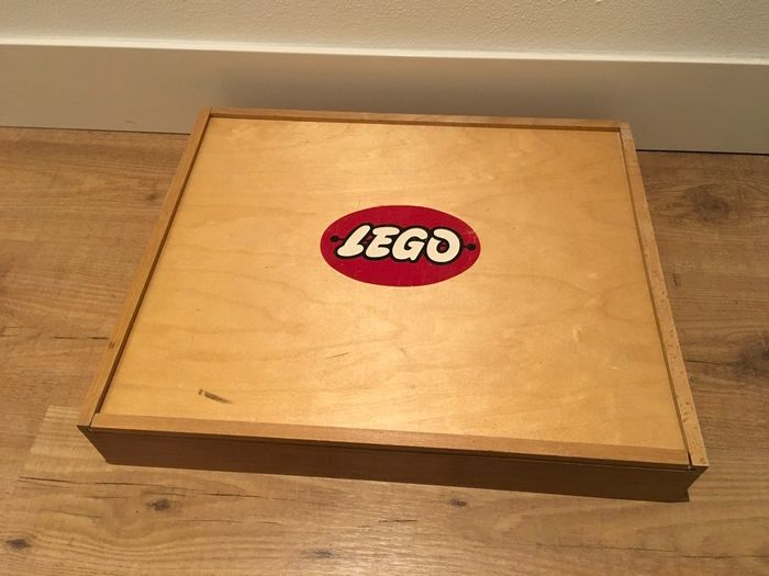 Image 3 of LEGO - Vintage - Wooden LEGO box with vintage CA plastic parts - Red windows and garages - 1950-195