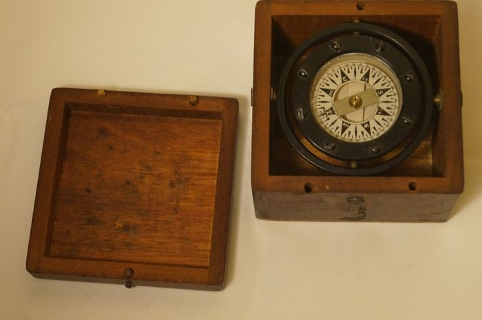 Preview of the first image of Ship's compass, E.M. Sherman Seattle Trade mark Dirigo in wooden box - Glass, Mahogany, Steel - Ear.