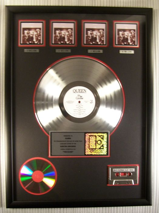 """Queen - """"The Game"""" LP, Cassette, CD 4X Platinum Record Award - Officieel in-House award - 2002/2002"""