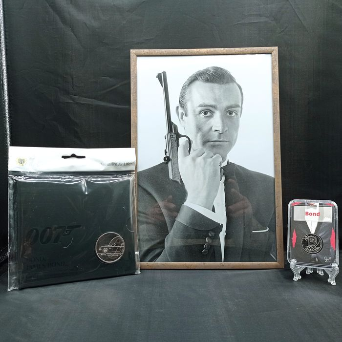 James Bond - Sean Connery - Foto, Poster, Verzamelaarsuitgave, Lot of 3 - Framed Still and 2 Coins (£5 Commemorative Coin, UK 2019 B for Bond 10p)