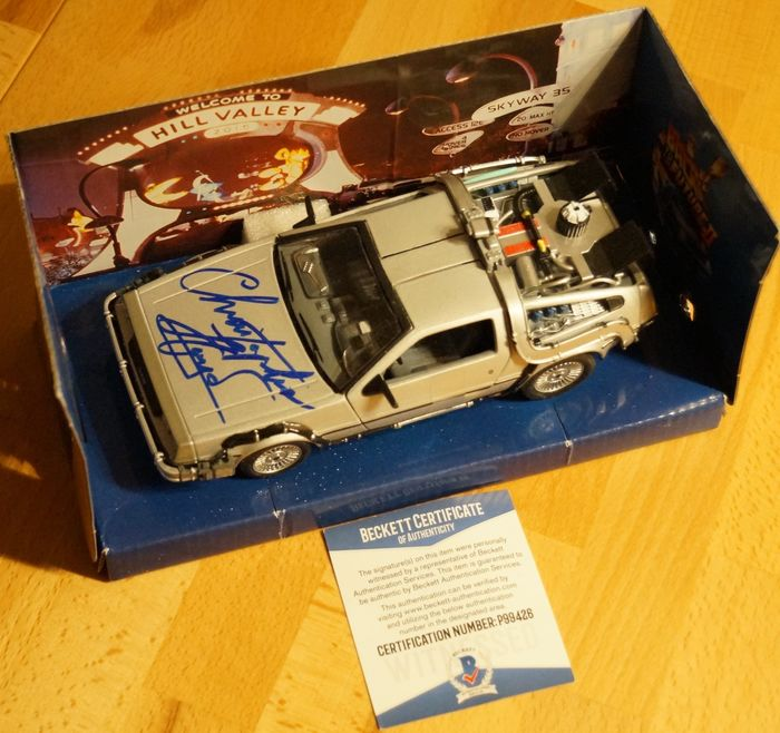 "Retour vers le futur - Christopher Lloyd (Dr. Emmett ""Doc"" Brown) - signed DeLorean model (part II) with COA from Beckett - Autographe, Véhicule"