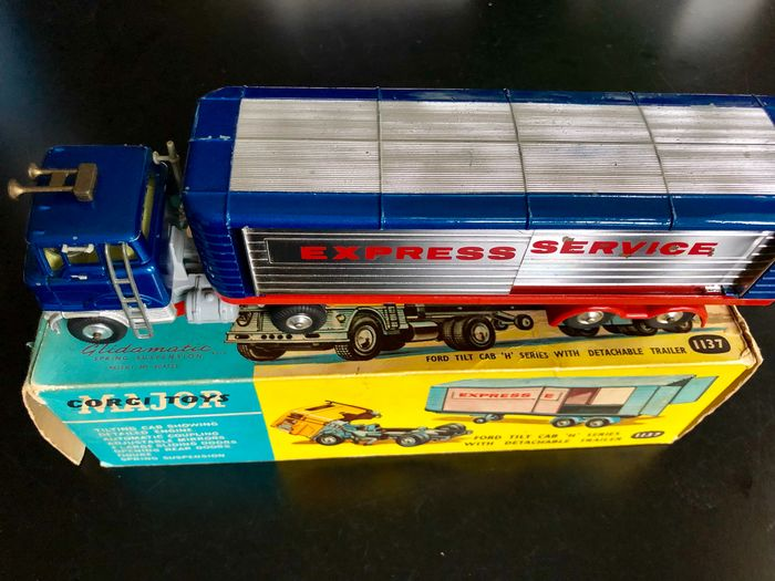Image 3 of Corgi - 1:43 - 1137 Ford Tilt Cab H Series with Detachable Trailer
