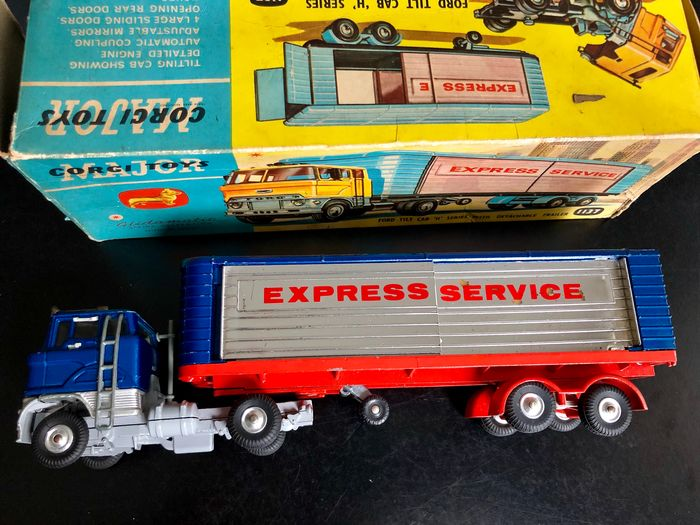 Image 2 of Corgi - 1:43 - 1137 Ford Tilt Cab H Series with Detachable Trailer
