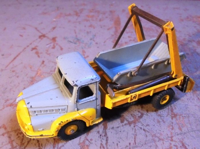 Preview of the first image of Dinky Toys - 1:43 - 38A Multibenne.