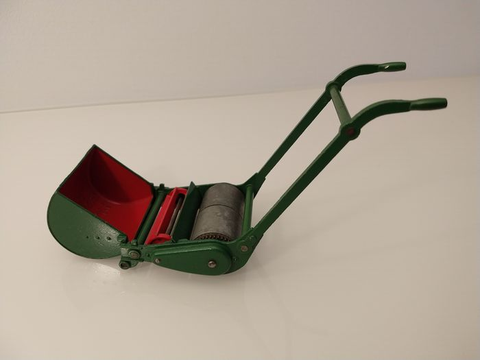 Image 3 of Dinky Toys - 1:12 - Supertoys 751 Lawn Mower (1949-1954) - Very Near Mint / Boxed