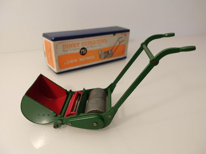 Preview of the first image of Dinky Toys - 1:12 - Supertoys 751 Lawn Mower (1949-1954) - Very Near Mint / Boxed.