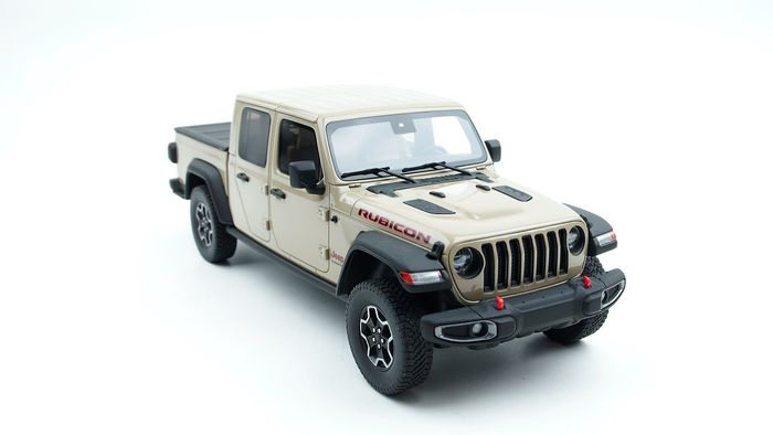 Preview of the first image of GT Spirit - 1:18 - Jeep Gladiator Rubicon 2020 Gobi - Limited edition1 of 999.