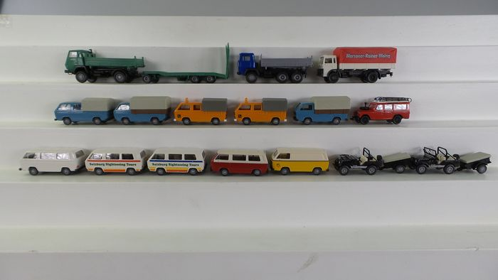 Preview of the first image of Roco H0 - 2401/1421/1716 - Scenery - 16 vehicles; VW bus T2 in different designs and colors.