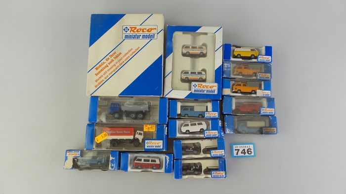 Image 3 of Roco H0 - 2401/1421/1716 - Scenery - 16 vehicles; VW bus T2 in different designs and colors
