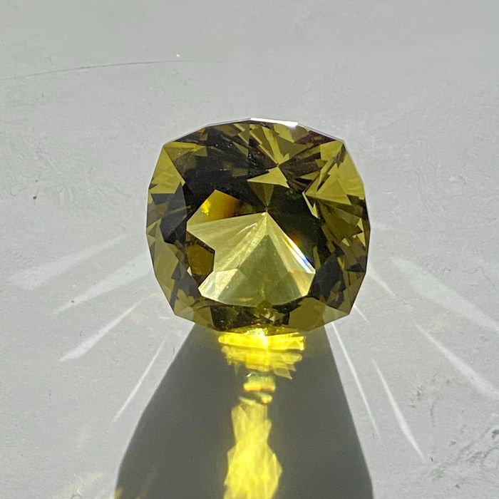 gemme quartz citrine, couleur intense, 53 carats - 10.6 g