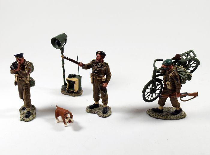"""King & Country - Retired & Sold out - DD054 """"Sword Beach Master"""" Royal Navy Commander Colin Maude en zijn hond - Unknown"""