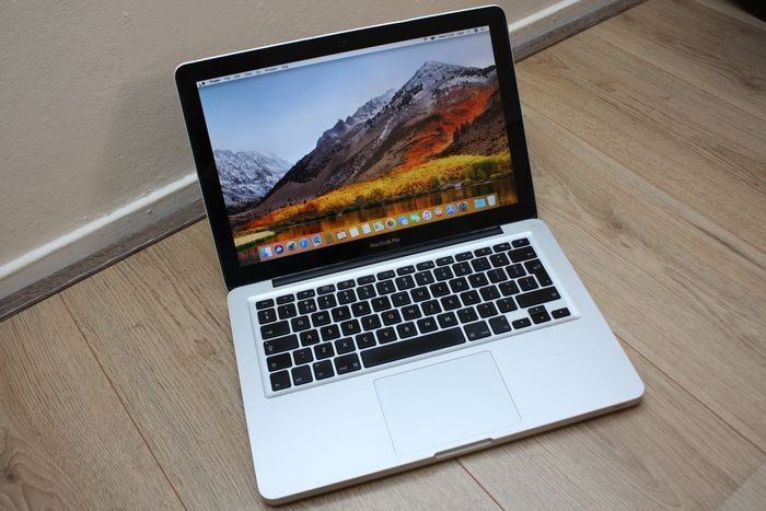 Apple MacBook Pro 13 inch - Intel Core2Duo 2.4Ghz, 4GB DDR3 RAM, 250GB HDD - macOS High Sierra - with new charger