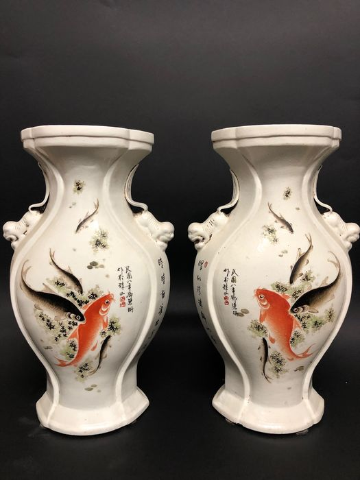 Vase (2) - Porcelain - In style of artist: Dun Bishan - China - Late 20th C / modern