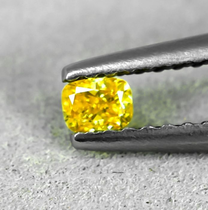 Diamante - 0.12 ct - Cojín - Fancy Vivid Yellow - Si2 - NO RESERVE PRICE