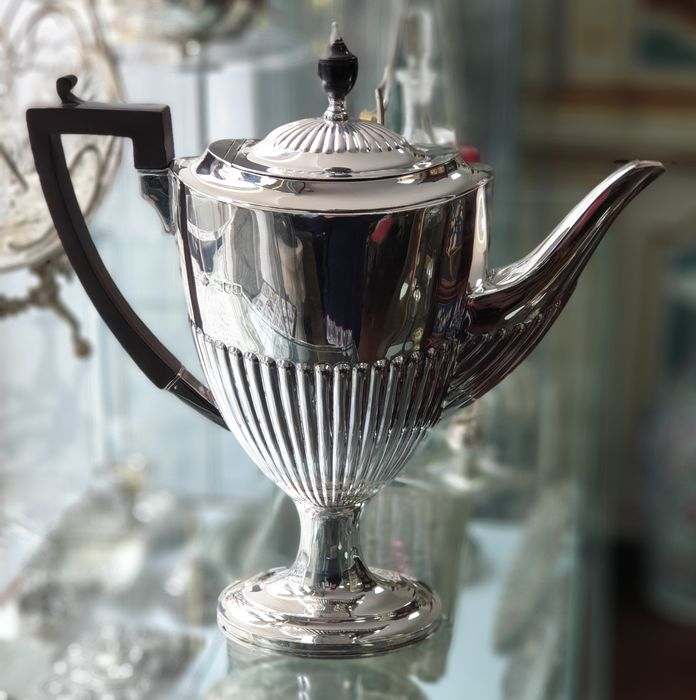 Cafetera - .925 plata - William Hutton & Sons Ltd. - Inglaterra - Principios del siglo XX