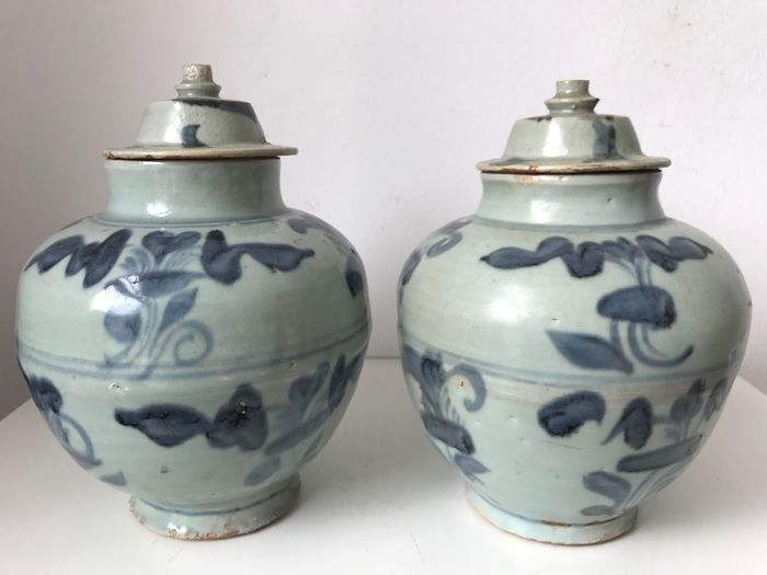 Pot (2) - Floraal - Porselein - China - Ming Dynastie (1368-1644)