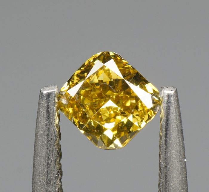 1 pcs Diamant - 0.33 ct - KUSSEN BRILLIANT - NATURAL FANCY INTENSE BROWNISH YELLOW - VS1-  No Reserve