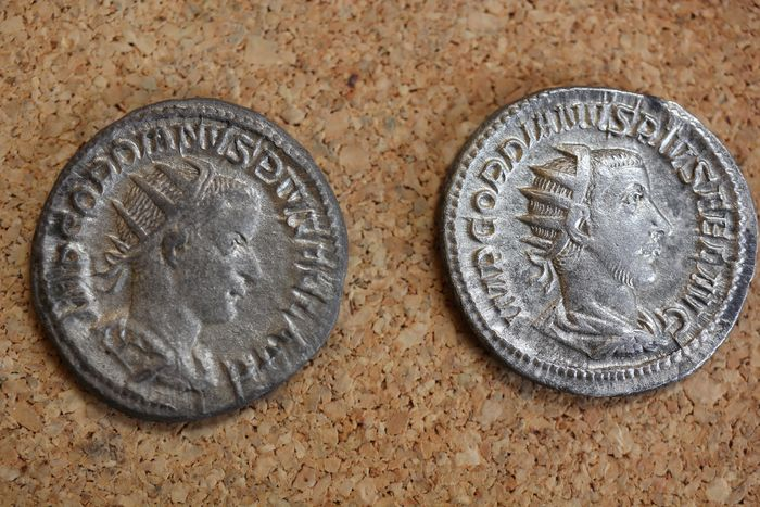 Roman Empire - Lot comprising 2 AR Antoniniani, Gordian III (AD 238-244) - Gordian III standing right / Victory standing left - Silver