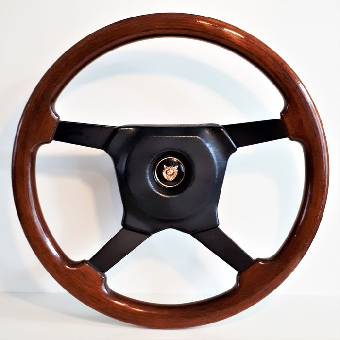 MOMO Wood Steering Wheel - XJ6/XJ12/ XJS Daimler Sovereign. - Jaguar - 1980-1990