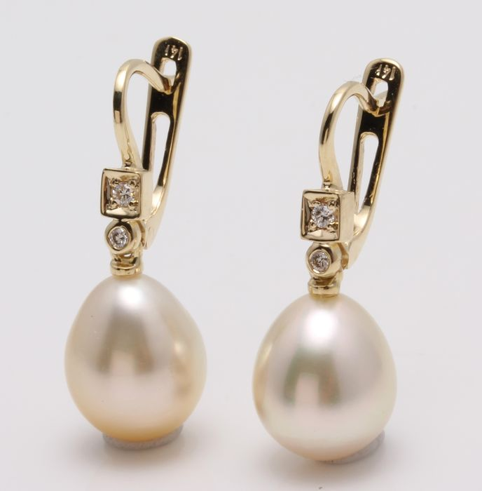 United Pearl - 14 kt. Yellow Gold- 10x11mm Champagne Golden South Sea Pearls - Earrings - 0.07 ct