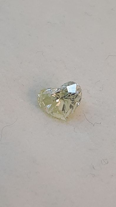 1 pcs Diamond - 0.91 ct - Heart - light yellow - Not mentioned on certificate