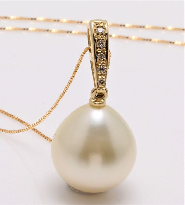 No reserve price - 14 kt. Yellow Gold - 11x12mm Champagne Golden South Sea Pearl - Necklace with pendant - 0.04 ct