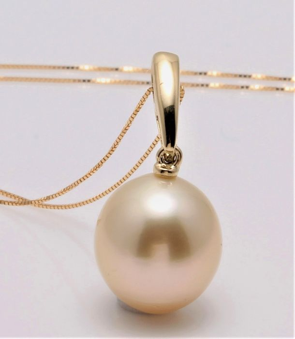 No reserve price - 14 kt. Yellow Gold - 11x12mm Champagne Golden South Sea Pearl - Necklace with pendant