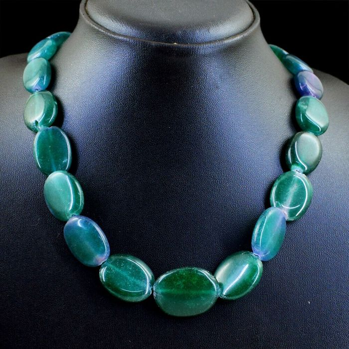 Oval Emerald necklace. 433 carats - 95 g