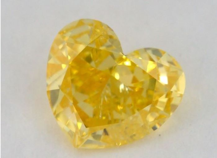 1 pcs Diamond - 0.50 ct - Heart - fancy vivid yellow - I1