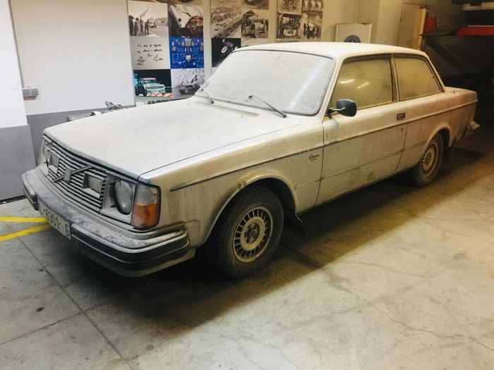 Volvo - Two units 242 GT Coupe 2.3 - 1979