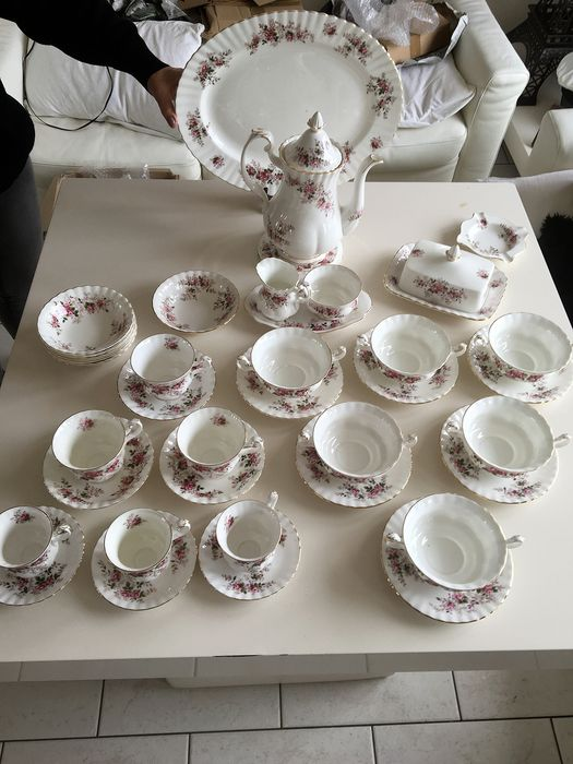 Royal Albert - tableware for 6 people 'Lavender Rose' (39) - Porcelain