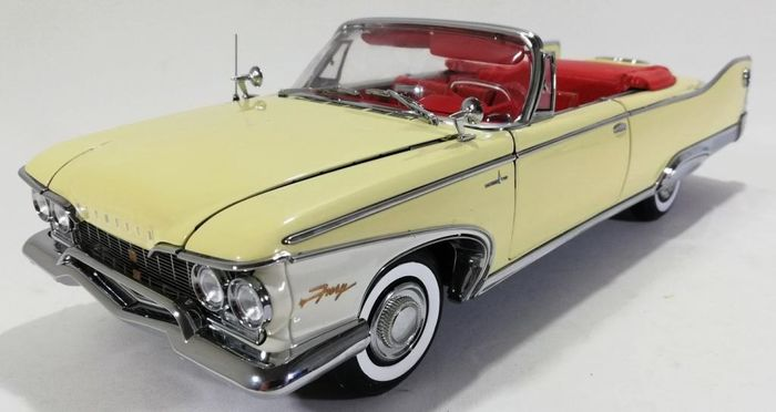 Sun Star - The Platinum Collection - 1:18 - 1960 Plymouth Fury Open Convertible - Ref. 5401