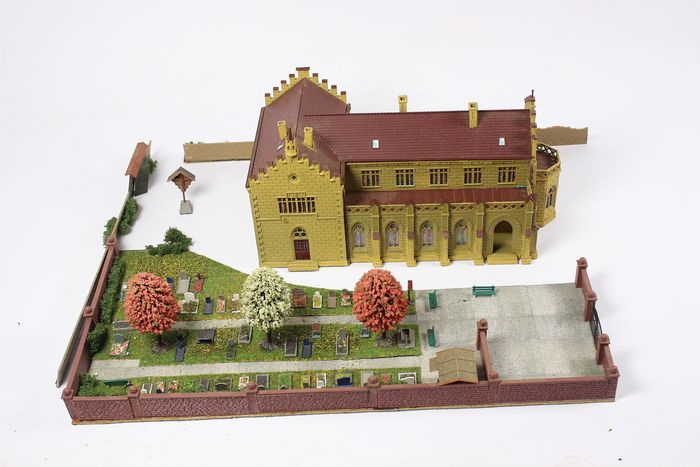 Vollmer H0 - 43860 - Scenery - Monastery with cemetery (built)