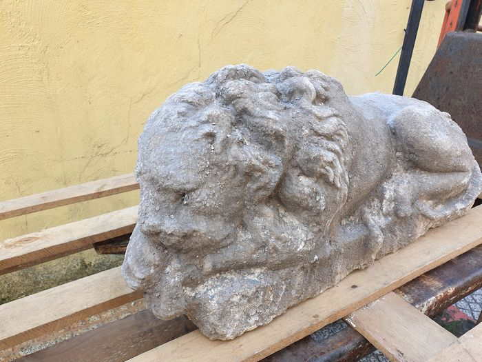 Large reclining lion adorned the end of a staircase