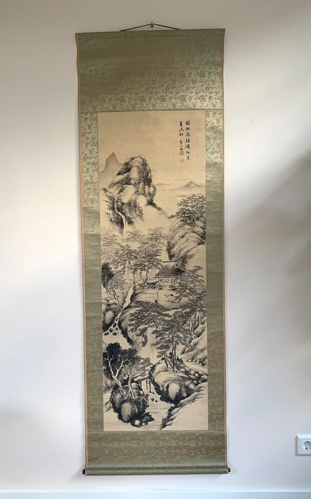 Dipinto, Pergamena - Inchiostro, Seta - Large - Cranes, house, persons in mountainous river landscape with waterfall - Poem - Seal mark - Cina - Dinastia Qing (1644-1911)
