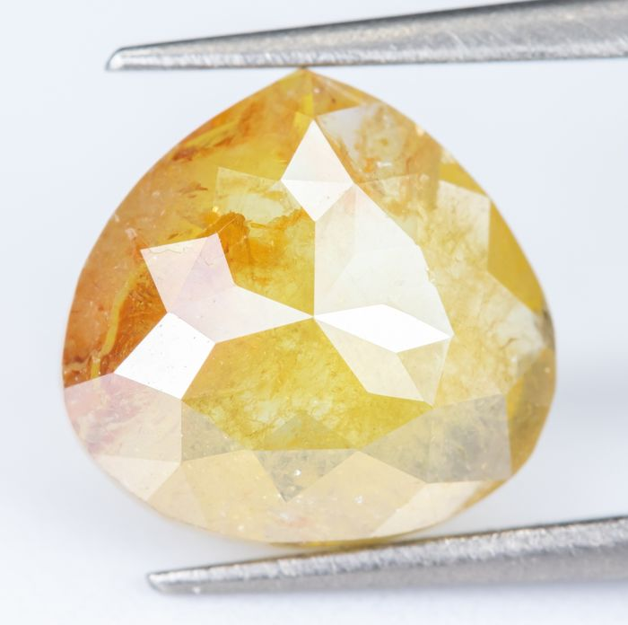 Diamant - 1.37 ct - Jaune orangé clair fantaisie naturel - I3 *NO RESERVE*
