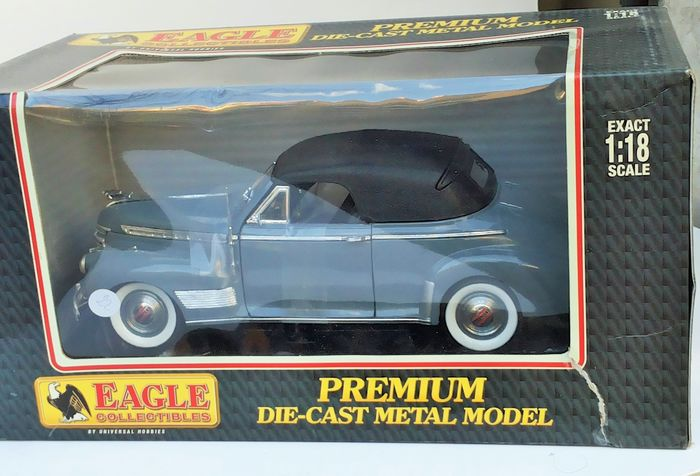 Eagle - 1:18 - Eagle Chevrolet Deluxe Convertible With Soft Top - Modelo 1/18 Chevrolet 1941