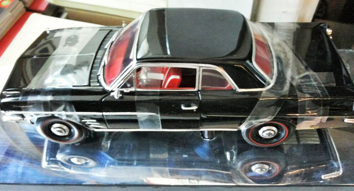 Highway 61/DCP - 1:18 - HIGHWAY  1/18 Pontiac Tempest Coupe 1963 - Modelo Pontiac Tempest Coupe 1963