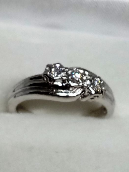 White gold, 375/1000 diamonds ct 0.25 vvs1 / f weight 2.42 grams - Ring, vintage trilogy with natural diamonds - 0.13 ct Diamond - Diamonds