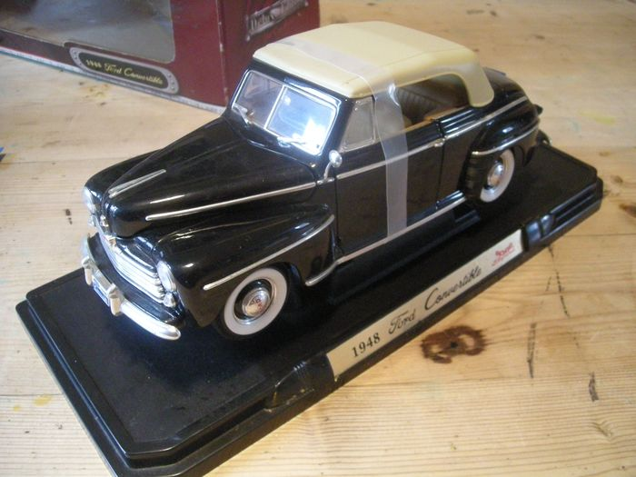 Road Signature - 1:18 - 1948 Ford convertible