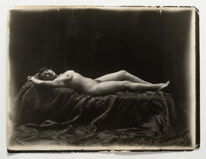 Anonymous - Reclining woman, nude ca. 1910, vintage silverprint.