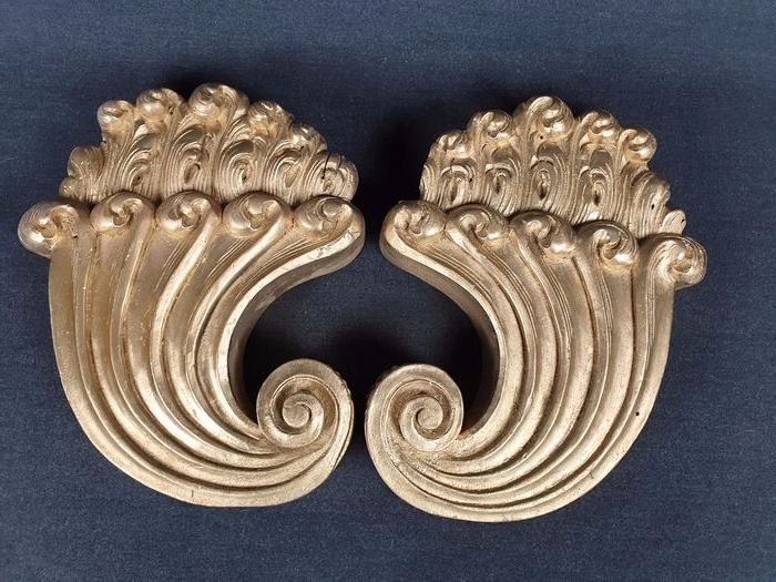 Pair of applications carved in wood gilding on bolus - ca. 1900